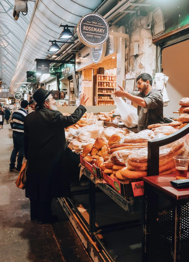 market situation in Jerusalem between a vendor and a customer