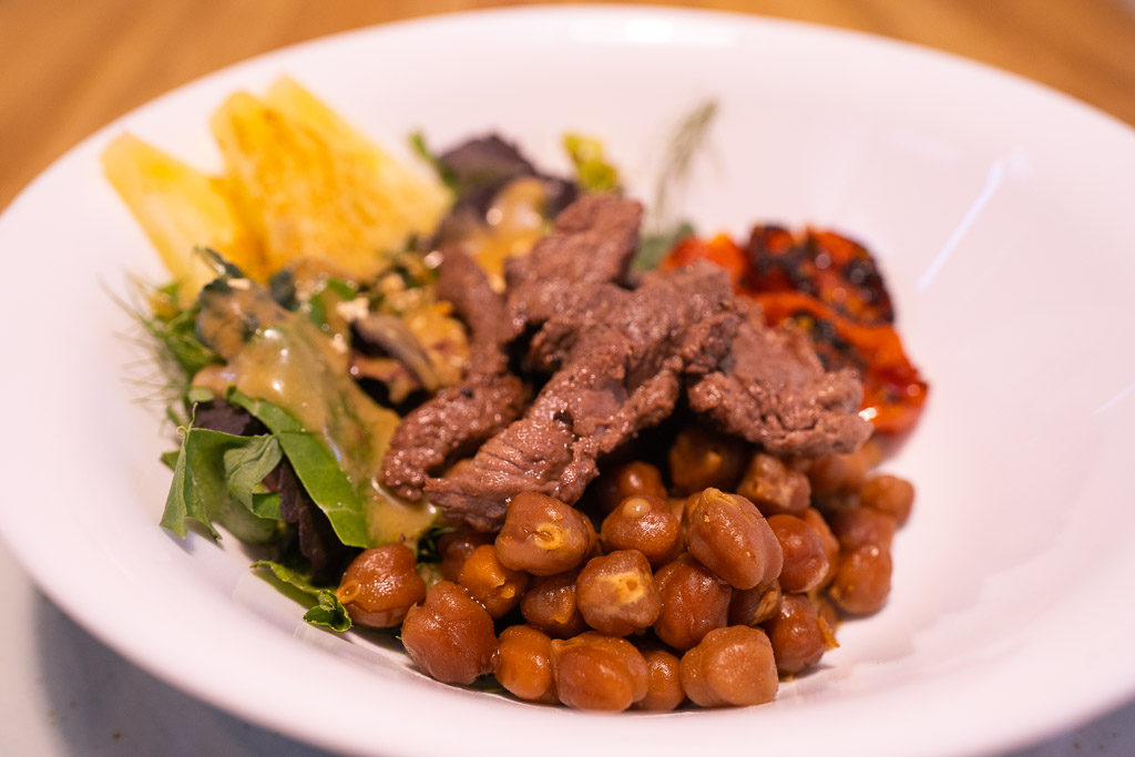 Mindo Guide: healthy food on a plate
